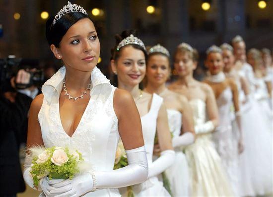 природы окрестностях свадебные фотографии алсу салоне строго масках