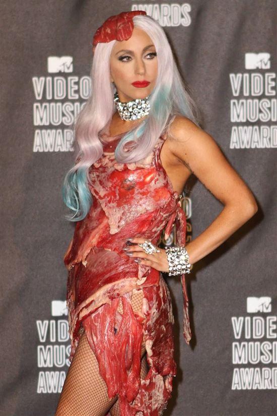 Фотографии леди гага в платье из мяса