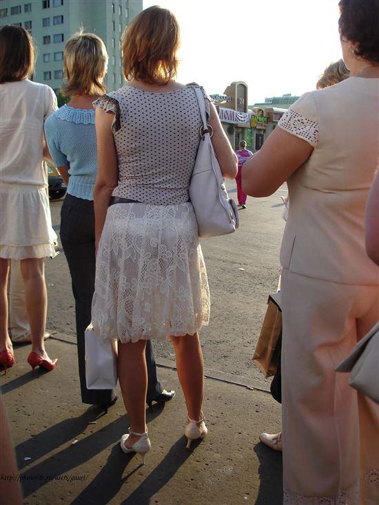 Трусики сквозь прозрачное платье — 9