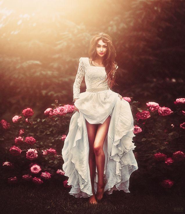Пышная юбка – светское мероприятие часто ассоциируется у нас с картинами из прошлых веков, на которых дамы одеты в пышные, многослойные платья, созданные из множества юбок.